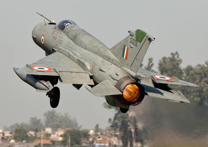 印度击落自家飞机系导弹击毁自家直升机